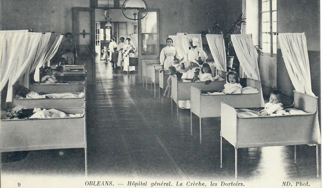 Hôpital Général : Dortoir des tout petits placés dans la bâtiment de le Crèche
