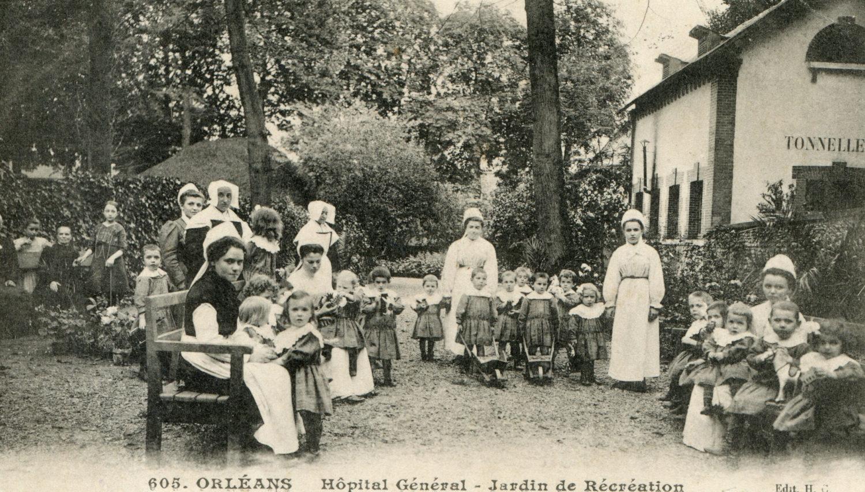 Hôpital Général : Cour de récréation près des anciens ateliers/Entrée de la tonnellerie