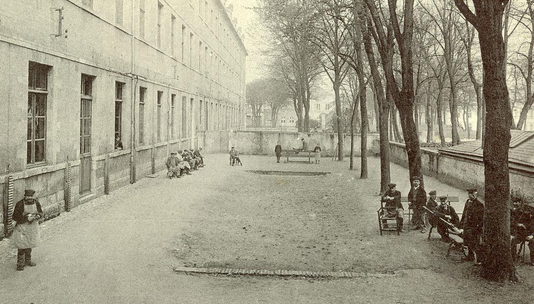 Hôpital Général : Le jeu de boules/au sud de la salle Saint-Charles