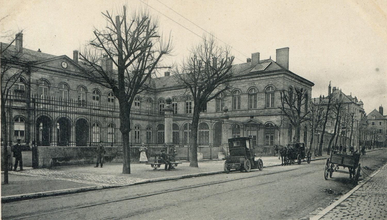 La rue Porte-Madeleine au tout début du XXe siècle