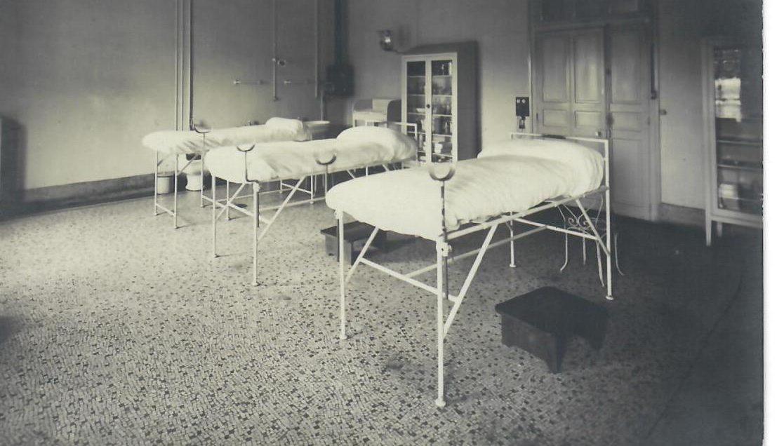 Hôtel-Dieu : La salle d'accouchement de la maternité, anciennes 1ères,2ème et 3ème Division.