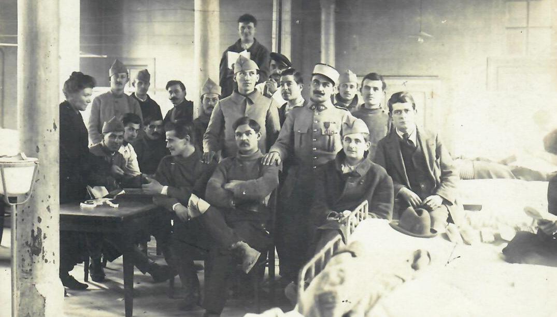 Hôpital mixte/Photo souvenir d'un groupe de poilus
