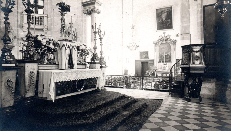 Intérieur Chapelle Saint-Charles/Maître autel et ancienne chaire à prêcher