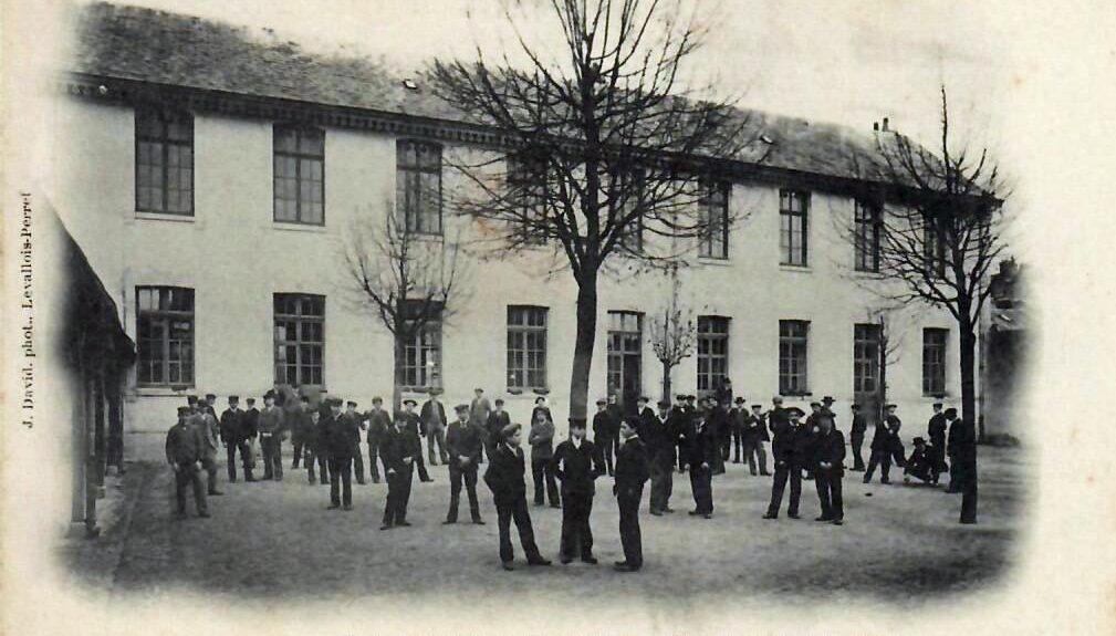 L'Annexe Petit - Internat de l'Ecole Professionnelle d'Orléans en 1905; pios école de Kinés en 1968. Sa vente sera actée fin 2020. Pour en savoir plus, cliquez sur la photo.